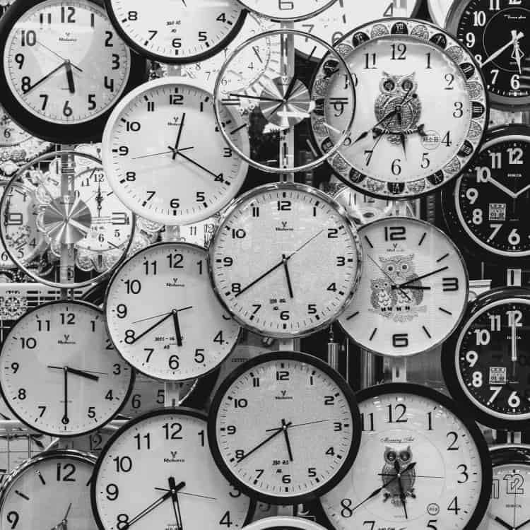 Image of clock representing workday schedules